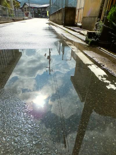 雨上がりの道2