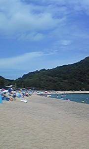 海水浴シーズンの佐津ビーチ