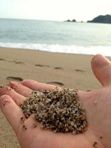佐津ビーチの砂(西より)