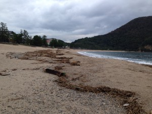 豪雨直後、9月6日の佐津ビーチ