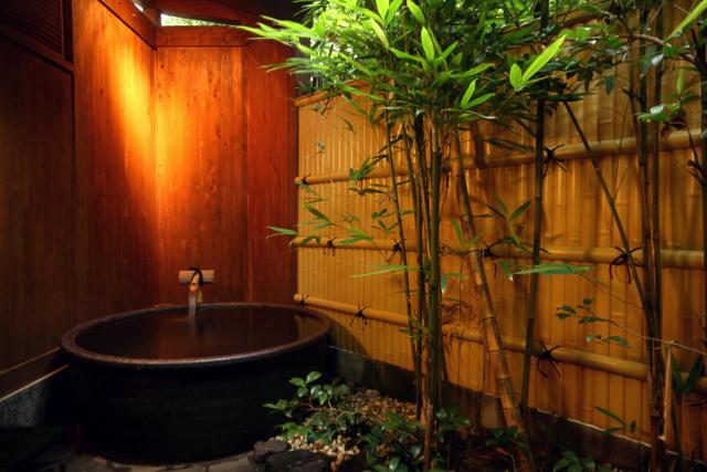 かどやの貸切風呂は身体を洗う入浴目的ではなく、露天風呂を楽しむ感覚で♪