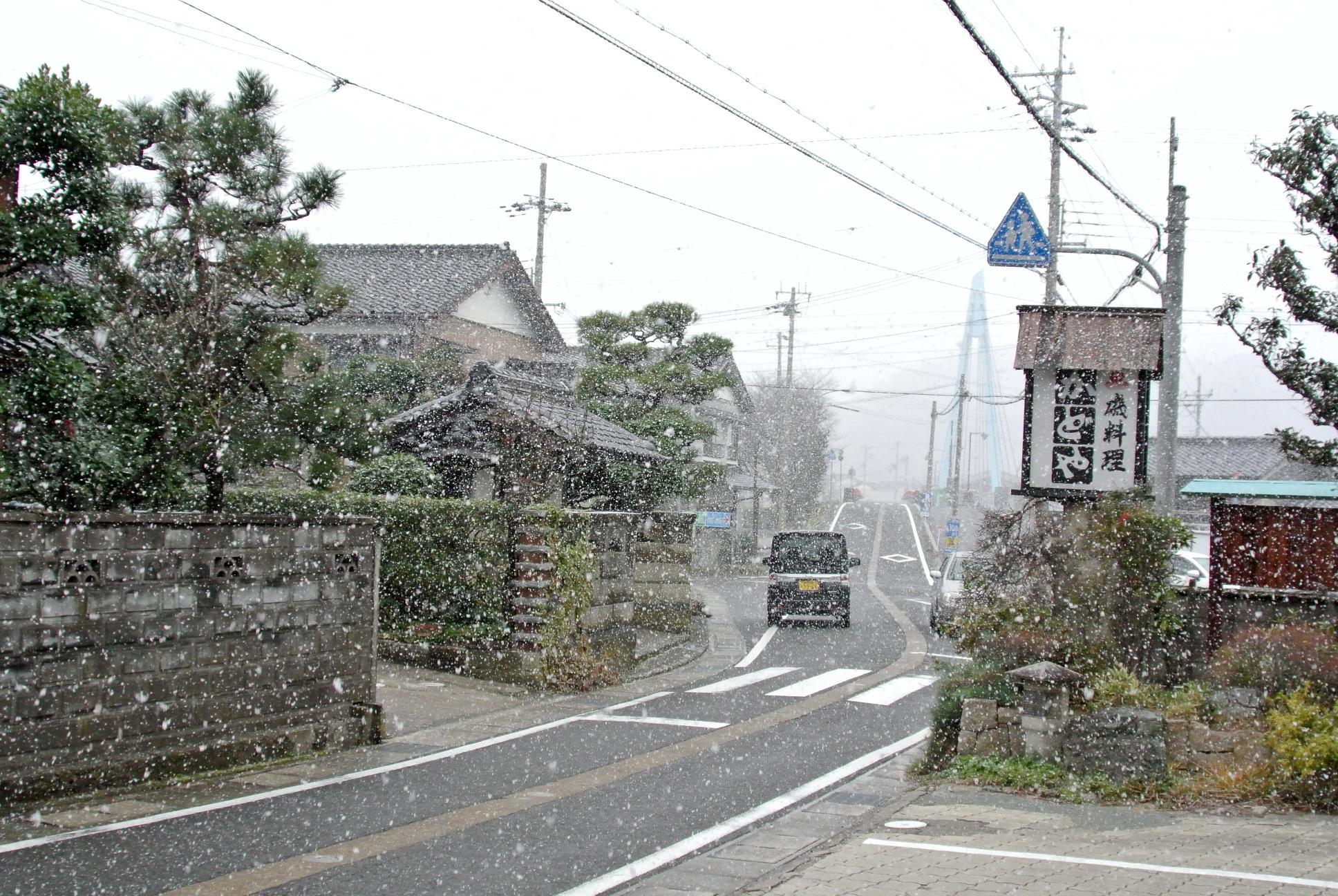 日本海側の目まぐるしい天気の変化を楽しめます?!~弁当忘れても傘忘れるな