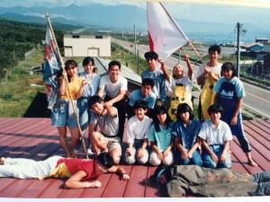 1987年えりも岬YHの屋根にて