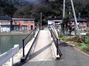 対岸へ行く橋