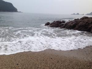 佐津海水浴場波打ち際