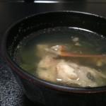 ノドグロのお刺身はお醤油の小皿に脂がふゎっと浮き上がるほどです