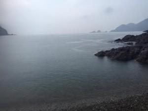 雨の佐津海水浴場