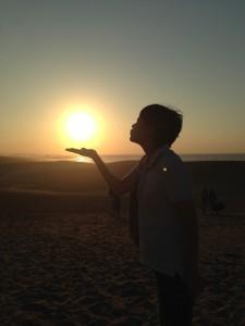 鳥取砂丘で太陽にキス!