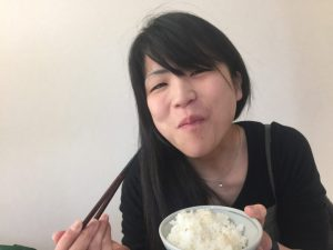 ご飯を食べる