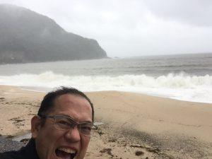 台風接近時の佐津ビーチ