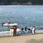 佐津海水浴場、昨日監視所を閉設しましたが、浜茶屋は8月末まで営業中です♪