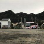 かにバス香住号、今年から佐津集落内の乗降場所は1か所となりました。