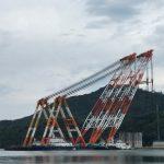 柴山港に日本最大級のクレーン船が登場!!~ケーソン工事は今年が9基め!