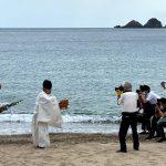 令和2年の佐津海水浴場での海開き、新聞・TVに取り上げていただきました!