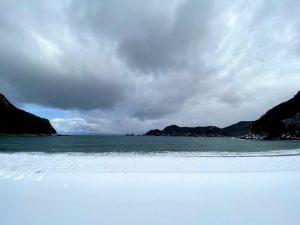 雪の佐津海水浴場