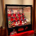 本日3月3日「桃の節句」、来月4月3日まで雛人形を飾ります!!
