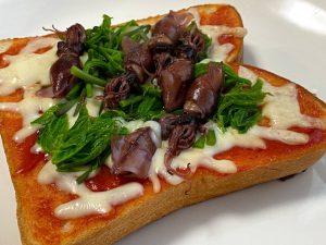 ホタルイカとコシアブラのピザトースト