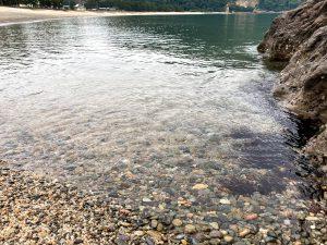 透明度が自慢の佐津海水浴場