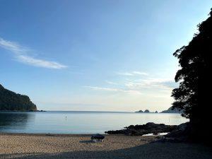 早朝の佐津海水浴場